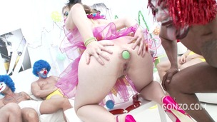 Ella Nova 10on1 Clown GangBang!?!? SZ1620 small screenshot