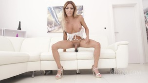 Trans Vanessa Jhons welcome to Gonzo with first time double anal SZ2489 small screenshot