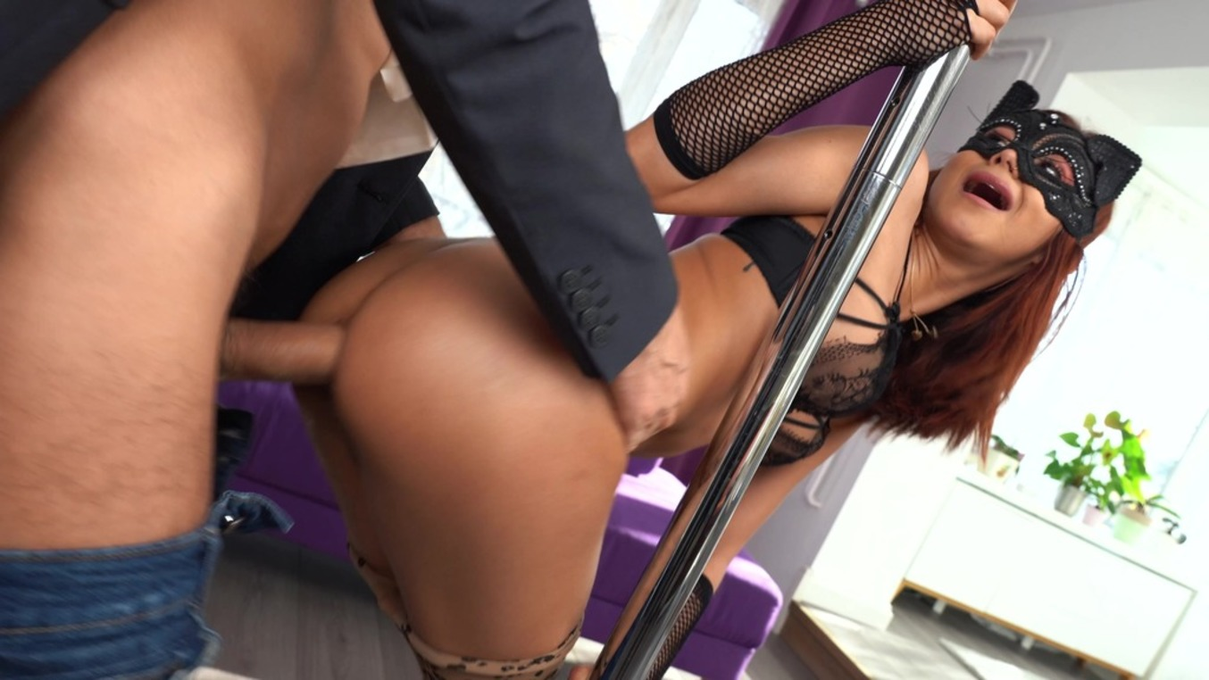 LegalPorno - Mamasita Savage Studio - Hot pole dancer Veronica Leal seduced her neighbour and got her tight ass fucked on NY eve MSV012